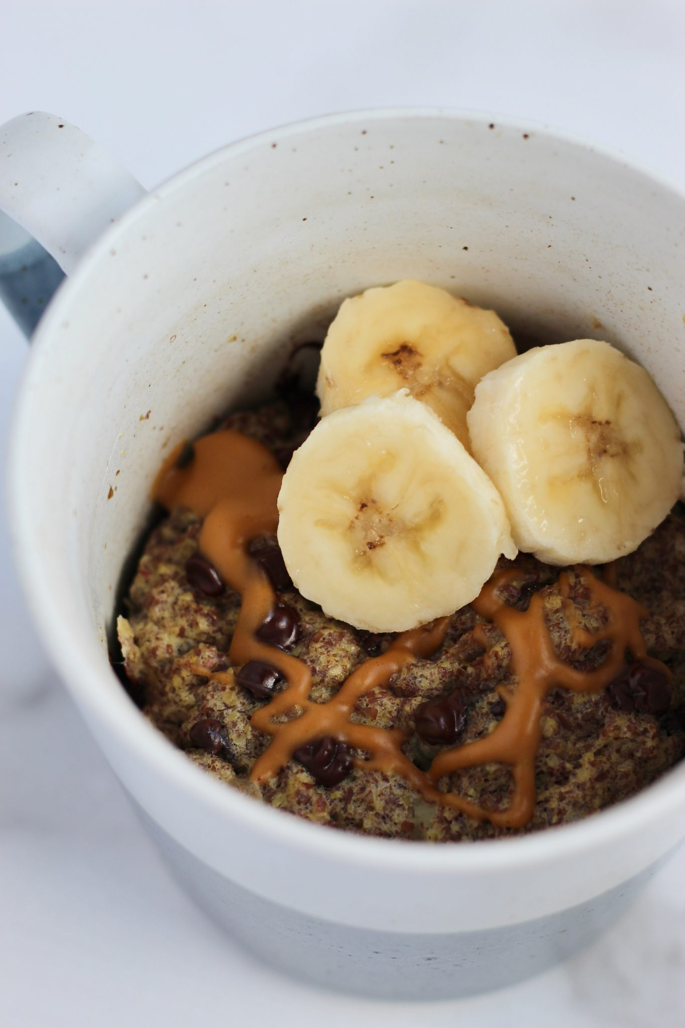 This flax mug muffin is the perfect satisfying breakfast or healthier dessert. Serve with sliced bananas and peanut butter on top for extra flavor! Naturally gluten-free and dairy-free. #6ingredients #mugrecipes #healthybreakfast #mealprep
